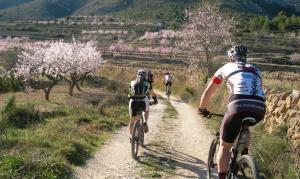 Mountainbikers voelen zich thuis in Jalon Vallei aan de Costa Blanca